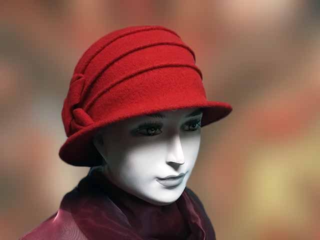 Piros gyapjú női sapka a fülre is rámegy. Egy rétegű jó meleg télire  ajánlott 76297ab27c